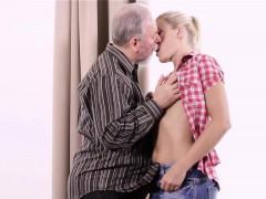 Секс девка с хуем и пиздой