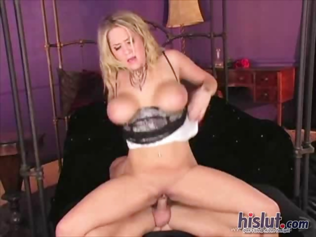 Porno Video of Alanah Rae Squeezes Her Big Tits