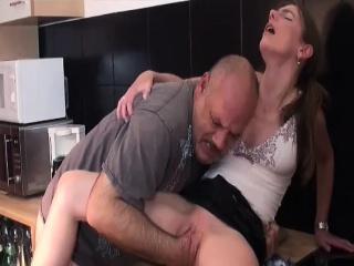 Огромная обвисшая грудь