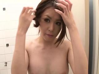 Девушки мастурбируют в мини юбке