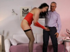 Отец соблазняет дочь смотреть порно