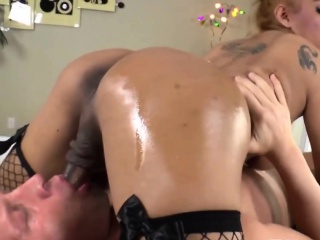 Shemale Hottie Jessy Dubai Fucks A Bald Guy