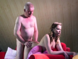 Огромные фаллоимитаторы в вагине смотреть порно