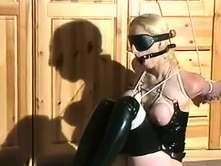 Amateur BDSM and spanking with beauty slave Alexa