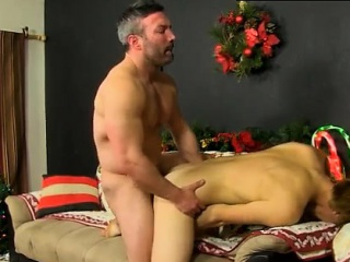Gay pose sex movies Patrick Kennedy catches hunky muscle fel