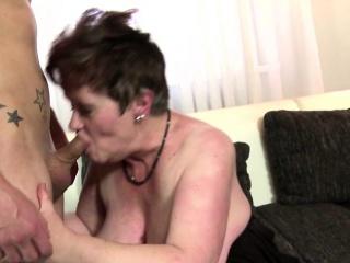 Две лесбиянки лижут свои жопы смотреть порно онлайн