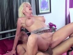 Смотреть порно папаша трахает дочку в попку