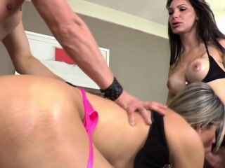Shemale fucked in 3some