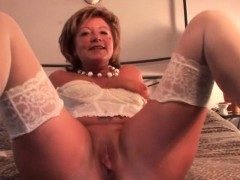 Смотреть порно зрелые дамочки и парень секс