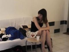 Порево фото девка показывает свои прелести крупно в камеру попа и вагина фото