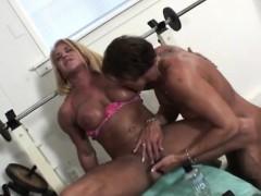 Порно фото писяют в туалете