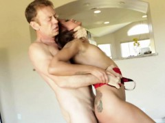 Порно негр жена слизывает сперму