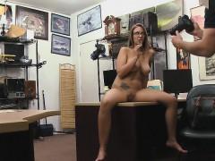 Порно видео старый мужик и две девушки