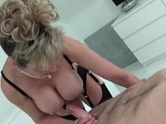 Порно жестко трахнули китайку в рот