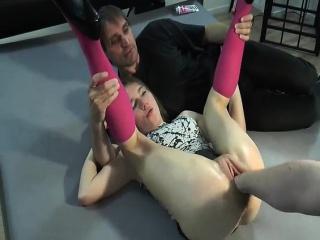 Девушка слизывает сперму из задницы подруги смотреть порно