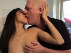 Порно оргии кончают в вагину