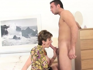 adulterous british milf lady sonia presents her big jugs
