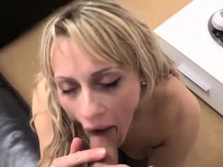 Порно ролики блондинки в попочку
