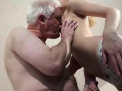 Видео секс покатали на машине