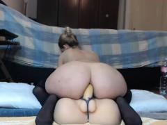 секс с молодой кудрявой видео