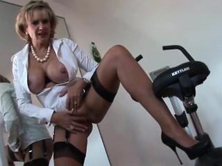 Порно в чулках с большим членом