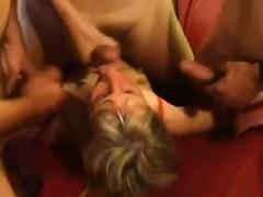 Тёлка кончает порно видео