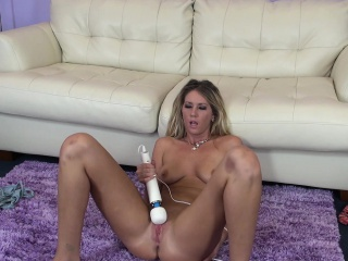 dazzling alysha rylee sends a vibrator working its magic on her peach