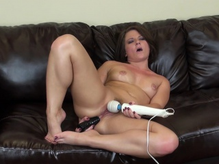 casey cumz reaches the peak of her pleasure with the help of sex toys