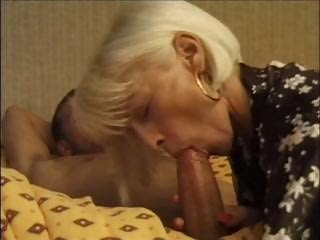 Porno Video of Hot And Sexy Mature Lady