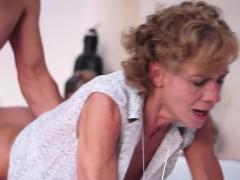 Порно видео щкольница и парень