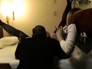 Порно ебет подругу пока жена спит рядом смотреть порно