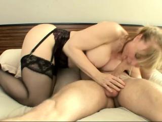 Лесбиянки старушки ретро с очень молодым смотреть порно