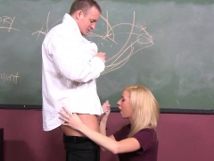 Медсестра брюнетка с пациентом