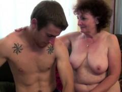 Две молодые девушки и старики порно