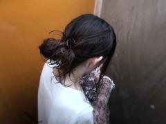 Обои для мобилы на темном фоне девушки в красивом нижнем белье