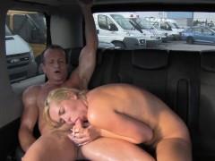 Порно лижет сиськи азиатки