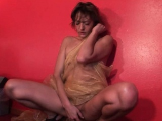 sexy blonde mature frottant son muff rose