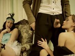 Порно азиатка доминирует над парнем