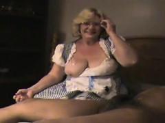 Порно возле пианино две девушки встречают гостя