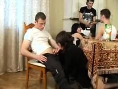 Порно видео онлайн анальный групповой разгром