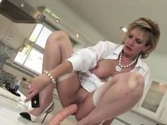 Оргазм зрелой блондинки видео