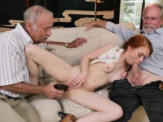 Групповое домашнее порно в рот