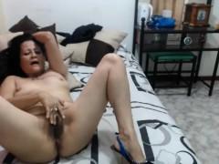 Порно видео одну ебут толпой