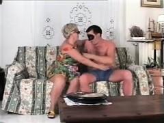 Порно мам исына в гостиничном номере