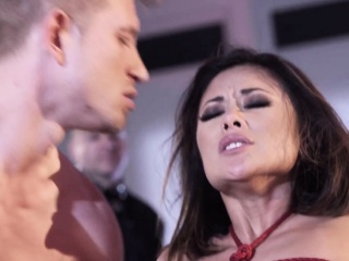 BDSM amateur visiting fetish club