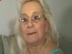 Зрелая бабушка снимается в порно видео