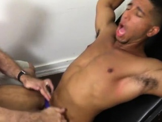 Free extreme male to male gay sex and black top man seduces