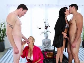 Порно массаж мама сыном новинки смотреть порно