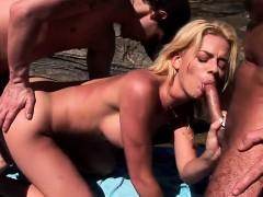 Лесбиянки делают гинекологический массаж