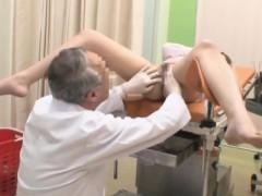 Жена сосет хуй у мужа видео